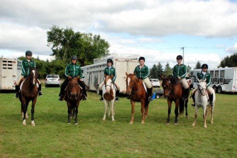 Riders Madison Mckay-Pfieffer, Ana Weinfurther, Abigail Brickman, Madison Hartz, Sabrina Burill, and Madison Hartz. Photo Credits to Carolyn Mckay-Pfieffer