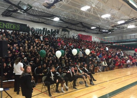 The seniors and sophomores at the pep assembly!