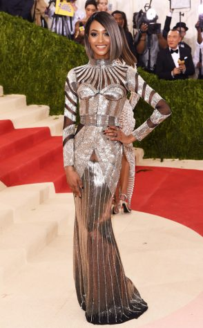 Jourdan Dunn came to slay sporting a sleek and sexy grey bob and futuristic robot babe inspired Balmain gown.
