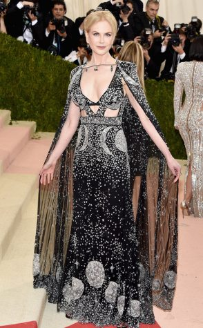 Nicole Kidman looked like an enchanting sorceress in this fairytale inspired black sequined gown by Alexander McQueen.